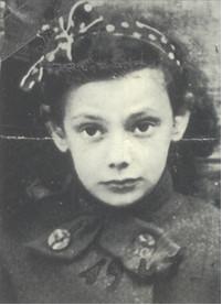 Arlette Knobloch, Elfriedes kleine Cousine, die in Auschwitz ermordet wurde